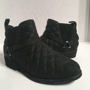 Teva De La Vina Dos Chelsea Quilted Leather Boots